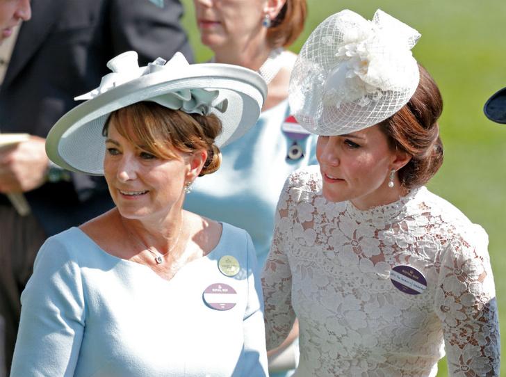 Фото №1 - Мама Ее Высочества: неизвестное детское фото Кейт и Кэрол Миддлтон стало вирусным
