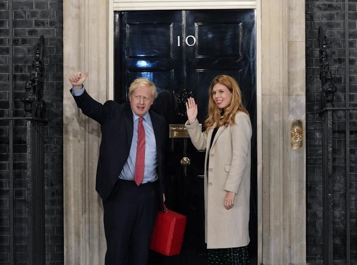 Фото №1 - Когда Кэрри Симондс официально станет Первой леди Великобритании?