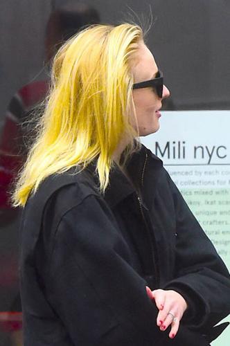 Фото №1 - 19 звезд с неудачным окрашиванием в блонд
