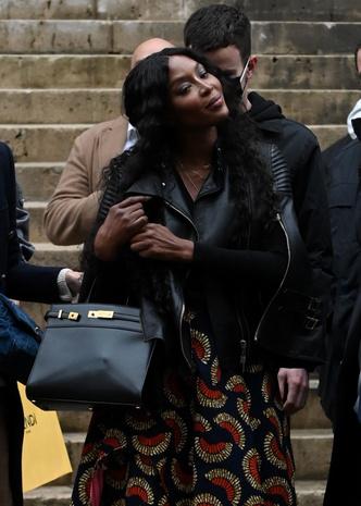 Фото №5 - Легенды подиума и королевы стритстайла: Кристи Тарлингтон и Наоми Кэмпбелл после показа Fendi Couture