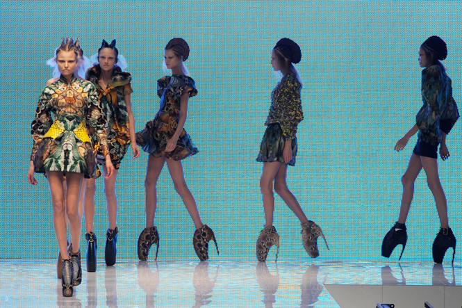 Фото №9 - 14 культовых показов за всю историю Недели Моды в Париже