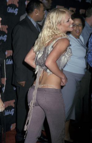 Фото №5 - Модные стринги: как носить главный бельевой тренд года