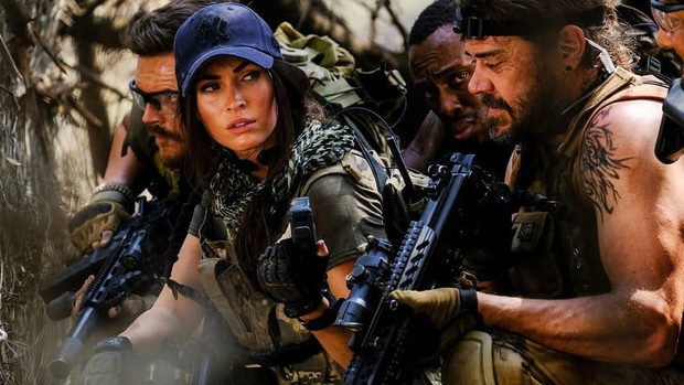 Фото №1 - Меган Фокс против террористов и львов в трейлере боевика «Львица»
