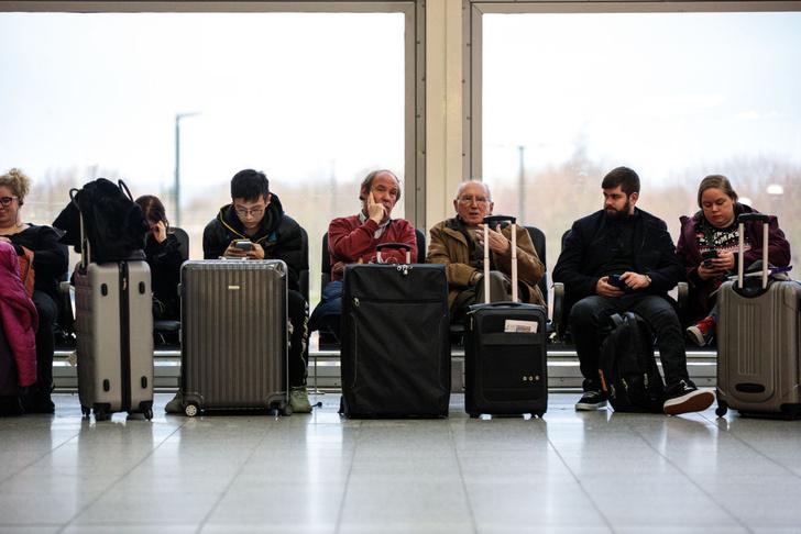 Фото №1 - Как пережить долгий перелет: 10 лайфхаков для путешественника