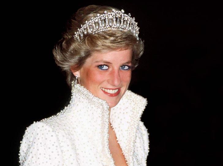 Фото №1 - Триумф или провал: история знаменитого жемчужного платья принцессы Дианы