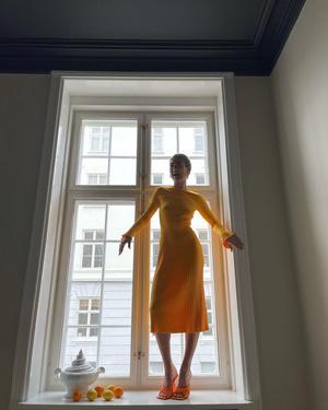 Фото №4 - Трикотажное платье с длинным рукавом— вещь, без которой не обойтись этой весной