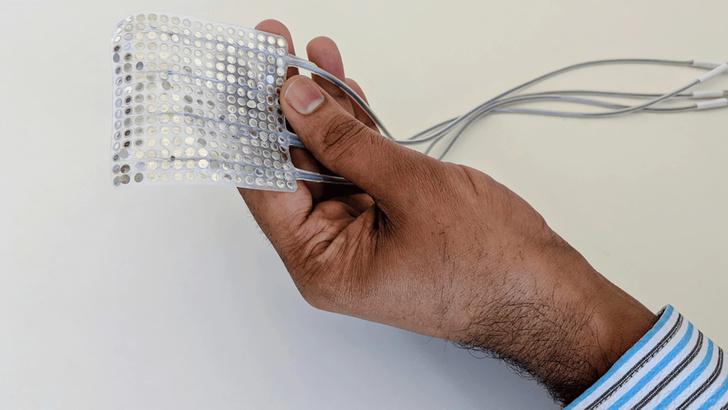 Фото №1 - Ученые создали нейроимплант, преобразующий мысли в слова