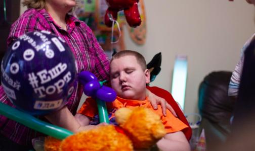 Фото №1 - Россияне требуют вернуть тяжелобольному ребенку лекарство, конфискованное у его матери