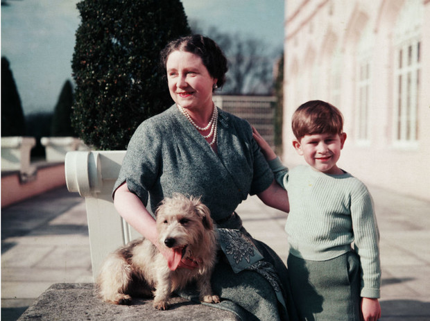 Фото №2 - Что общего у герцогини Камиллы и Уоллис Симпсон (и при чем здесь Королева-мать)