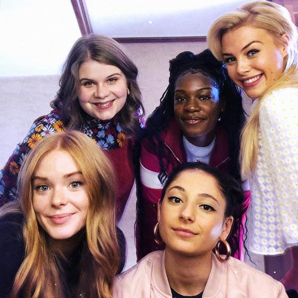 Фото №1 - Фанаты негодуют: что не так с нарядами Winx в адаптации от Netflix