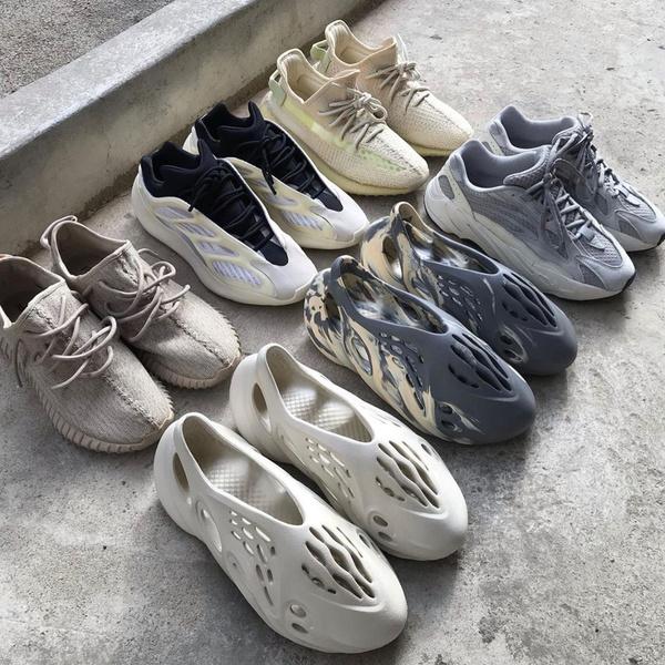 Фото №2 - Канье Уэст подал в суд на популярный американский супермаркет за поддельную обувь Yeezy