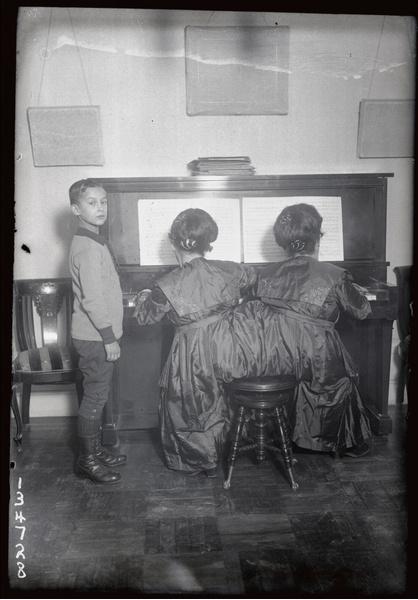 Фото №6 - Две матери одного сына: как сиамские близнецы Блажек жили, любили и родили