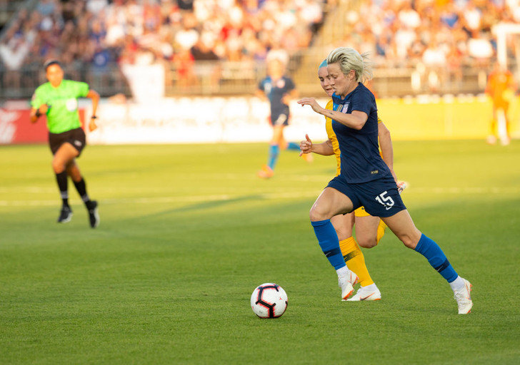 Фото №1 - Почему футбол не женская игра