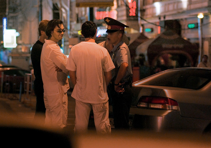 Фото №3 - Как правильно вести себя при встрече с полицией. Эксперимент MAXIM