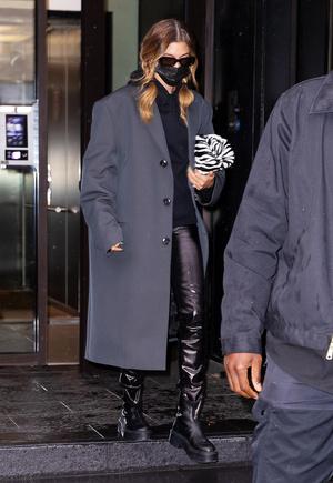 Фото №3 - С чем носить кожаные брюки зимой 2020-2021: учимся у стритстайл-героинь