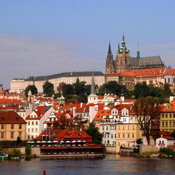 Гуляя по Праге можно увидеть церкви, замки, мосты, площади и дома абсолютно всех архитектурных стилей.