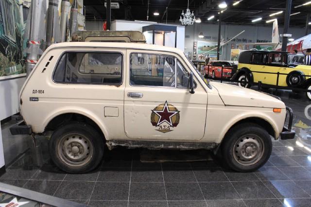 Фото №5 - Самые негероические автомобили Джеймса Бонда