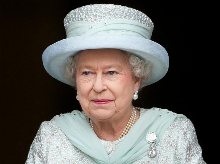 Фото №1 - Сколько стоит самое дорогое украшение королевы Елизаветы