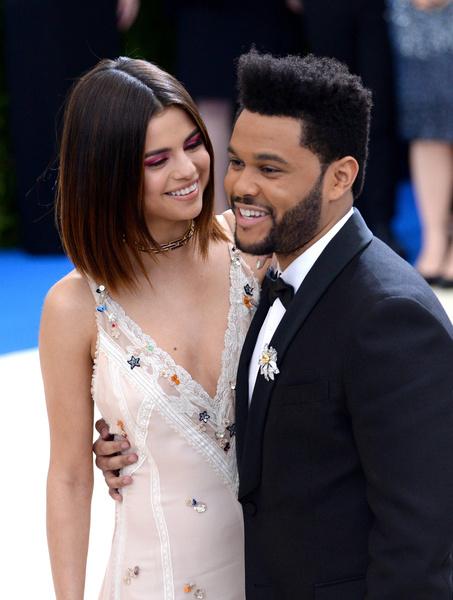 Фото №2 - «Опять на связи»: Белла Хадид простила The Weeknd, с которым встречалась четыре года