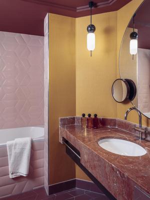 Фото №4 - Яркий дизайн-отель в Париже