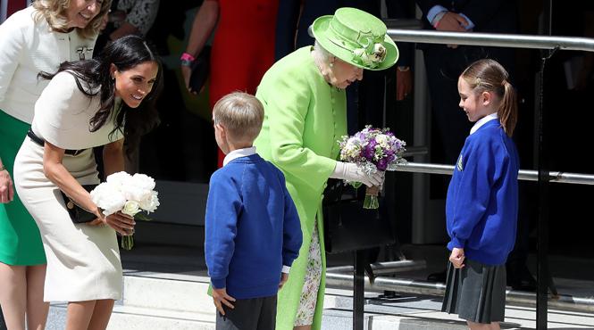 Фото №13 - Меган Маркл и Елизавета II прибыли в Чешир на первое в жизни совместное мероприятие