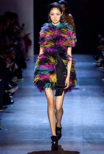 Фото №16 - Как носить перья: 10 идей на все случаи жизни