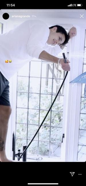 Фото №2 - Новый бойфренд Арианы Гранде неожиданно появился в ее веселом видео с Леди Гагой