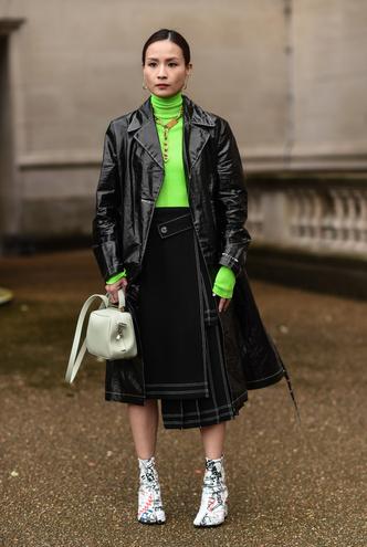 Фото №5 - В офис и на свидание: как носить модные неоновые оттенки