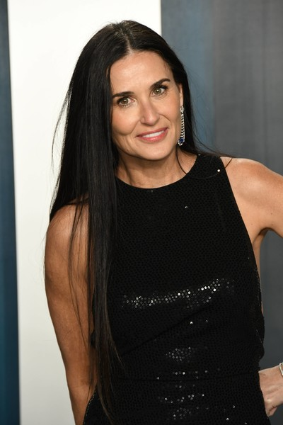 Для участия в церемонии «Оскар» Деми все-таки накрасилась и причесалась.