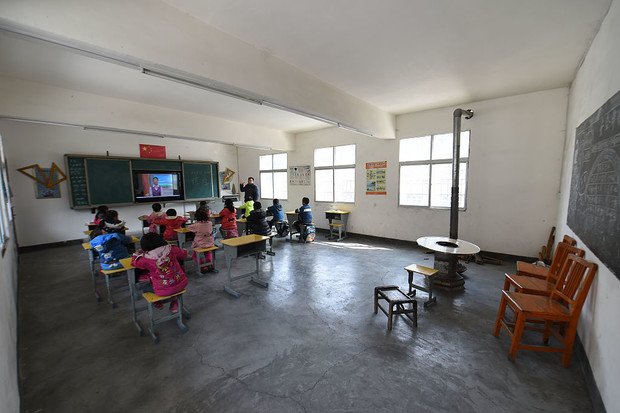 Фото №2 - Через тропический лес и вплавь:топ самых экстремальных дорог в школу