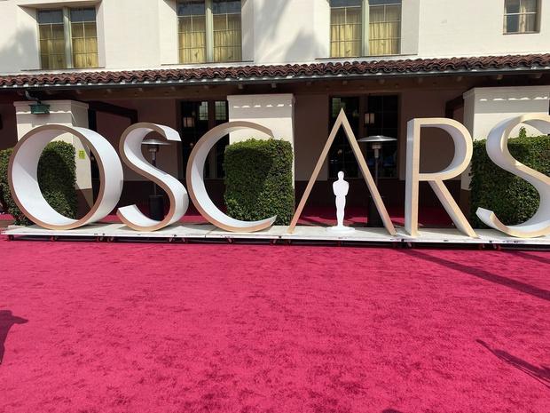 Фото №1 - Смотри, кто стал лучшими актером и актрисой на «Оскаре-2021» 🤩