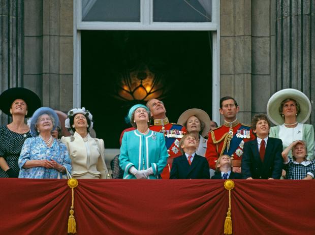 Фото №17 - От Дианы до Кейт Миддлтон: самые яркие «балконные» кадры Trooping The Colour