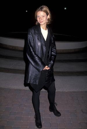 Фото №4 - Как носить кожаный жакет из 90-х: лучшие сочетания сезона