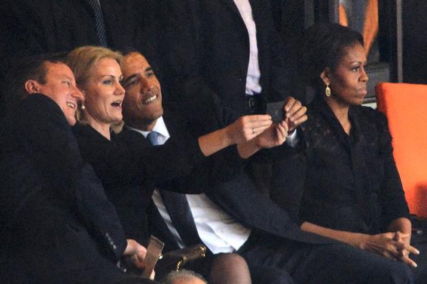 Фото №4 - Этот неловкий момент: конфузы на высшем уровне (в ролях – президенты, премьеры и первые леди)