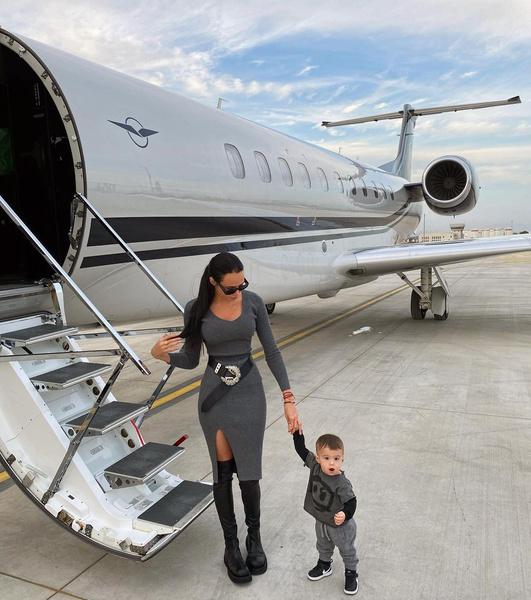 Решетова увезла сына на частном самолете