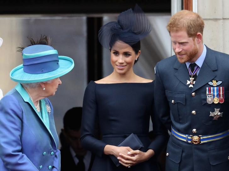 Фото №2 - Проблема в отношениях с Королевой, с которой столкнулись Диана и Меган