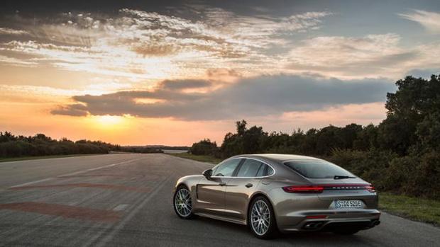 Фото №4 - Как Porsche усмиряет электричество