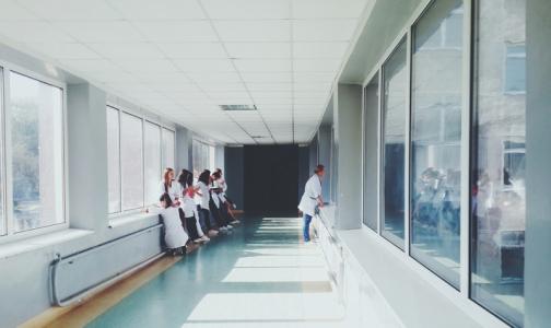 Фото №1 - Медколледжи Петербурга будут работать в 3 смены — ждут наплыв будущих медсестер