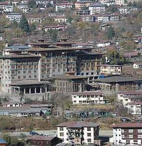 Фото №1 - Король Бутана самоустранился
