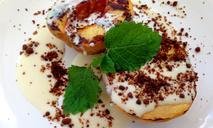 Жареные на гриле персики с домашней сметаной
