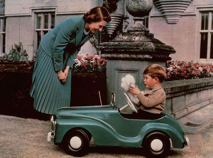 Фото №1 - 5 подарков, которые дарили королевским детям в прошлом