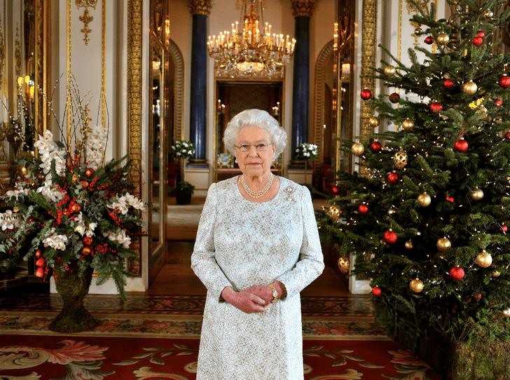 Фото №1 - Королевская щедрость: сколько Елизавета II тратит на подарки к Рождеству