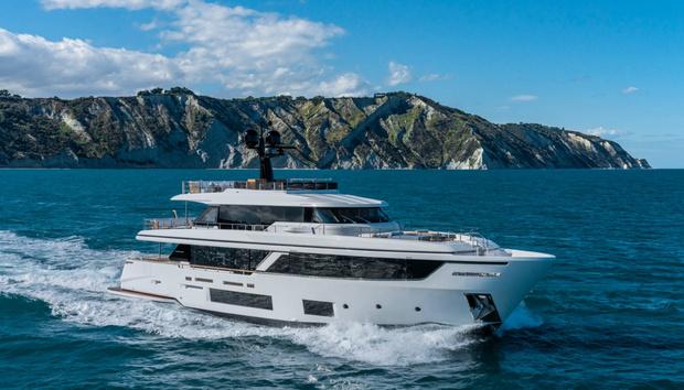 Фото №1 - Яхта с интерьерами студии Антонио Читтерио