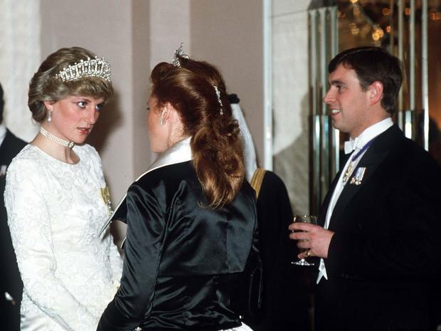 Фото №1 - Идеальная пара: почему Диана завидовала браку Сары Фергюсон и принца Эндрю