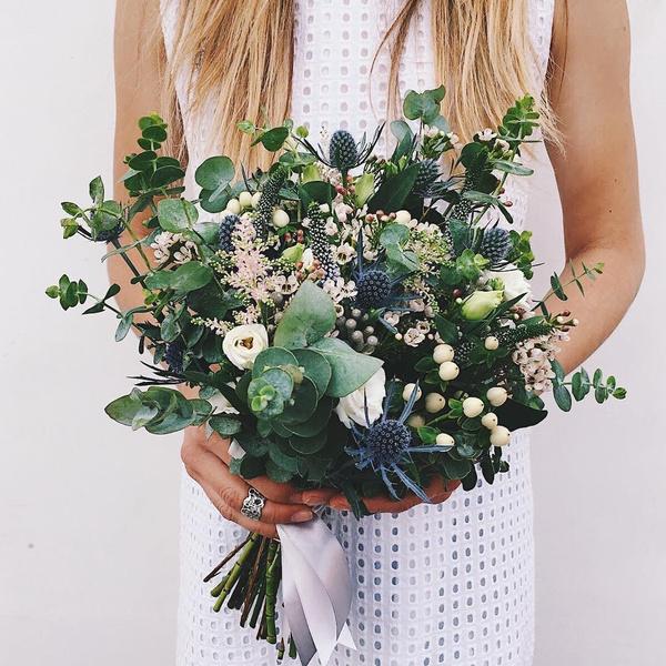 Фото №4 - Бросать или не бросать: топ-9 стильных свадебных букетов, которые вам захочется оставить себе