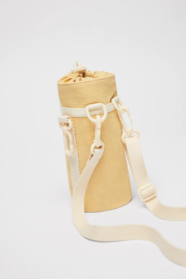 Фото №15 - Фэшн-гидратация: 15 бутылок и сумок для них, которые захочется носить каждый день