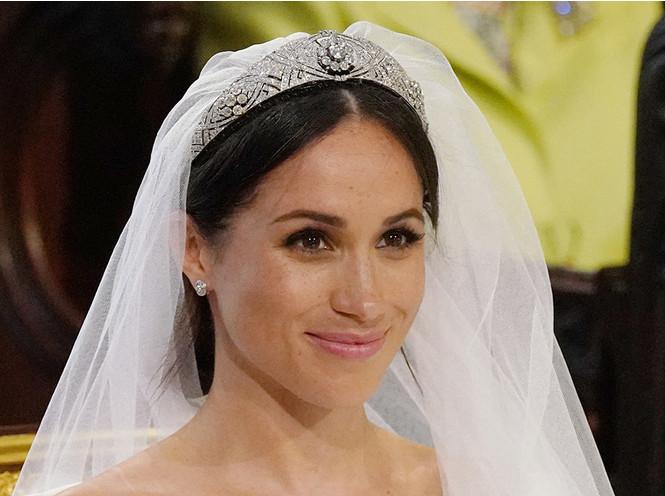Фото №2 - Как королева намекнула на связь с Меган на свадьбе