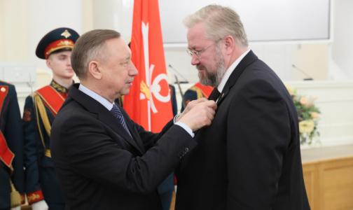 Фото №1 - Губернатор Петербурга вручил медикам государственные награды