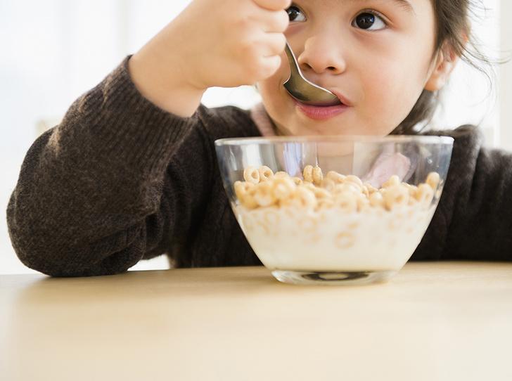 Фото №4 - 5 вредных продуктов, которыми мы регулярно кормим детей