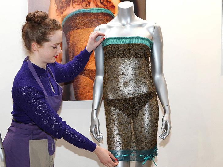Фото №2 - «Голое» платье судьбы: реальная история наряда Кейт, «познакомившего» ее с Уильямом